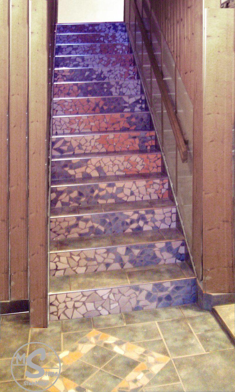 Treppe mit Mosaik