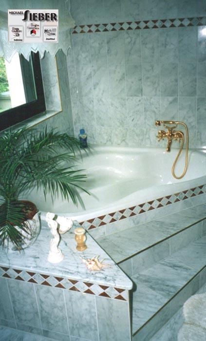 Marmorbad mit Marmorbordüre